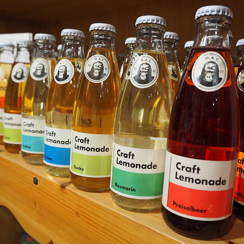 craft limonade in der geschmacksrichtung preiselbeer rosmarin gurke enzian